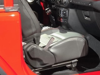 Automotive Industry Focuses on Features such as Convenient Straps